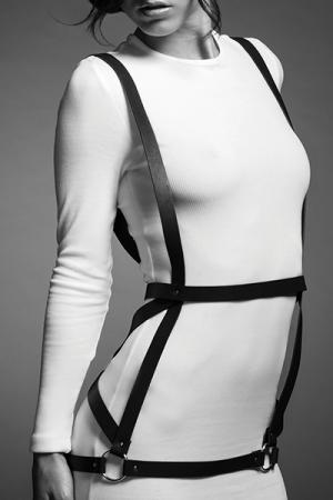 Robe harnais noire - Maze - harnais noir en forme de robe, d'inspiration bondage, 100% Vegan, collection Maze, par Bijoux Indiscrets.