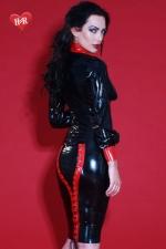 Jupe latex Mistress : Jupe bicolore lacée en latex Skin Two haute qualité, changez pour la mode fétichiste.
